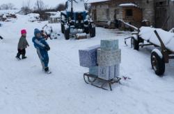 Předání darů chudým dětem z Ukrajiny. Arcidiecézní charita Olomouc pořádá akci už jedenáctým rokem