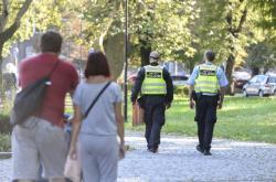 Strážníci v Komenského sadech v Ostravě