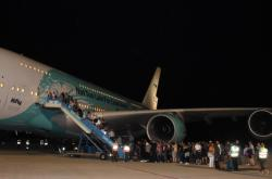 Jeden z mnoha momentů repatriace britských turistů z dovolených