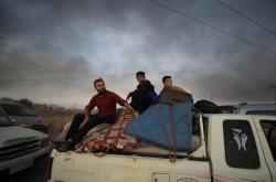 Lidé prchají před tureckou ofenzivou na severu Sýrie