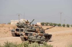 Turecká armáda u severosyrského města Manbidž