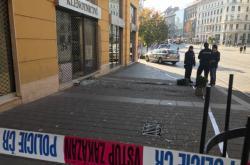 Policisté vyšetřují loupež v klenotnictví