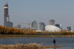 Rybář u kazašské metropole Nur-Sultan