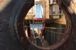 Pokládka vedení plynovodu Nord Stream 2 na dno Baltského moře