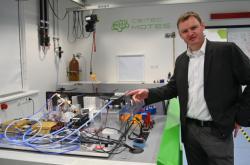 Petr Neugebauer z centra CEITEC představil prototyp spektometru