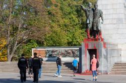 Poškozený Památník Rudé armády v Ostravě