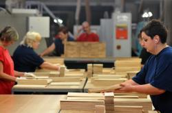 Výroba podlah ve firmě Unilin ve Vyškově
