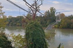 Zřícený most nedaleko Toulouse