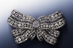 Šperky z drážďanské klenotnice, jejichž fotografie zveřejnila policie