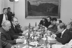 Jednání vlády s Občanským fórem 28. listopadu 1989