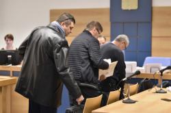 Celníci Ladislav Smolík, Zdeněk Kolínek a Petr Bor u Okresního soudu ve Zlíně v dubnu 2019