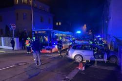 Zásah hasičů u dopravní nehody v pražských Nuslích