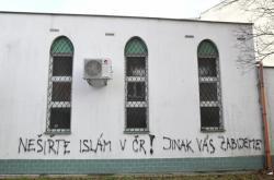 Na brněnskou mešitu někdo nasprejoval hanlivý nápis, čin vyšetřuje policie