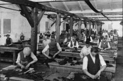 Začátky firmy Baťa v roce 1919 zachycují fotografie na zlínském zámku