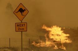 Okolí Canberry dál sužují požáry