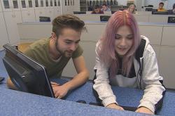 Studenti v učebně výpočetní techniky