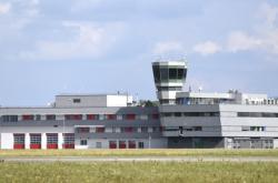 Řídící věž letového provozu na ostravském letišti Leoše Janáčka