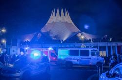 Zásah policie před halou Tempodrom