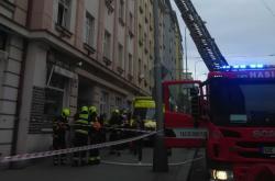 Dům na pražském Žižkově muselo kvůli požáru opustit 45 lidí