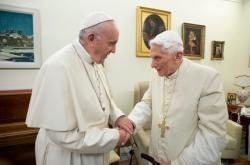 František a Benedikt XVI. během setkání v roce 2018