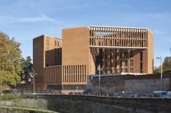Univerzita v Toulouse od Yvonne Farrellové a Shelley McNamarové