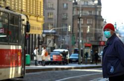 Pražané vyráží za prací i za nákupy s ochranou dýchacích cest