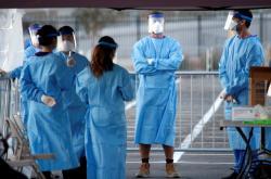 Medici v Nevadě čekají na parkovišti na zájemce o test