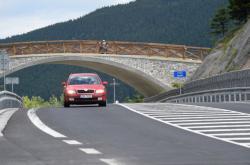Nově zrekonstruovaná část silnice přes Červenohorské sedlo