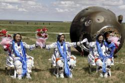 Čínští tchajkonauti po návratu na Zemi