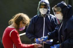 Odebírání vzorků pro testování kolektivní imunity