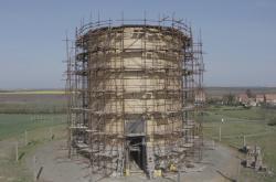 Stavba dřevěného kostela v Nesvačilce
