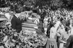 Poslední rozloučení s oběťmi výbuchu v dole Hlubina