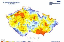 Míst, kde vlhkost v půdě chybí postupně přibývá