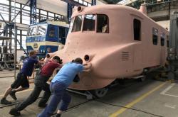 Slovenská strela už stojí na kolejích, práce finišují