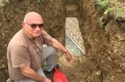 Odkrytá mozaiková podlaha ve vinici nedaleko Verony
