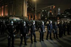 Pokračující nepokoje v amerických městech. Na začátku byla smrt afroameričana Gerorge Floyda, který umřel po zákroku policie