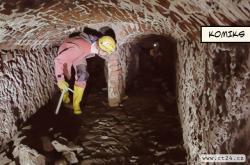 Stabilitu zámku Hluboká zajišťují štoly staré přes 500 let. Poprvé se do nich podívali speleologové