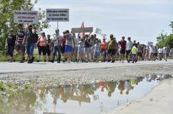 Protestní pochod proti těžbě štěrkopísku u Moravského Písku