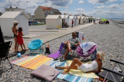 Na francouzské pláže se vracejí lidé