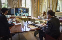 Francouzský prezident Emmanuel Macron se zúčastnil videokonference lídrů EU