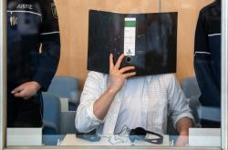 Obžalovaný si zakrýval tvář. Foto ze začátku soudního procesu 7. června 2019