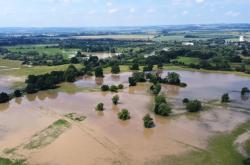 Louky jsou po deštích zaplavené vodou