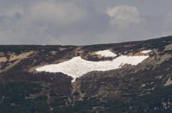 Sněhové pole známé jako Mapa republiky na úbočí Studniční hory