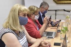 Hygienička Pavla Svrčilová a hejtman Ivo Vondrák na jednání se starosty