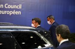 Macron po jednání, které se protáhlo do ranních hodin