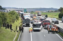 Nehoda na D1 u Holubic
