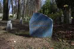 Symbolický náhrobek Zdeny Mašínové v Praze-Ďáblicích