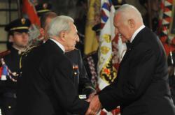 V roce 2012 dostal Ladislav Bařinka státní vyznamenání, medaili za zásluhy.