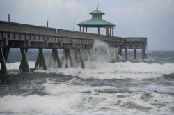 Na východní pobřeží Floridy udeřila bouře Isaias