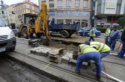 V Ječné ulici prasklo 4. srpna 2020 vodovodní potrubí